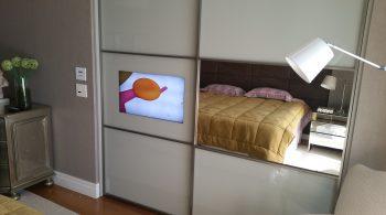 tv espelho porta de passagem